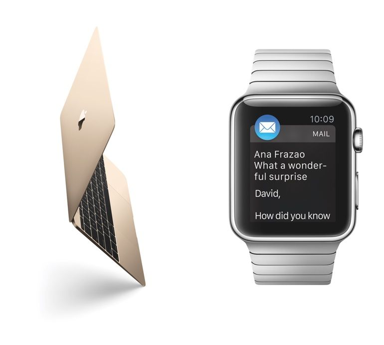 De gouden MacBook en Apple Watch